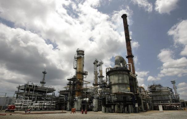El petróleo de Texas sube un 0,18 por ciento y cierra en 44,53 dólares