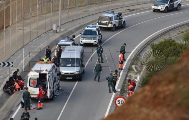 Interior no tiene constancia de que la Guardia Civil violase la Ley al devolver inmigrantes en la valla de Ceuta