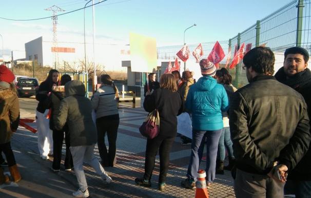 """Trabajadores de Optimal Care, empresa de producción de toallitas, protestan contra """"el recorte de derechos"""""""