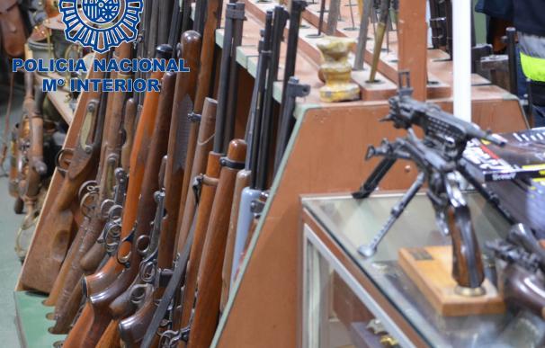 Desarticulada una red que vendía armas de guerra a delincuentes, con detenidos en Olot y otras localidades