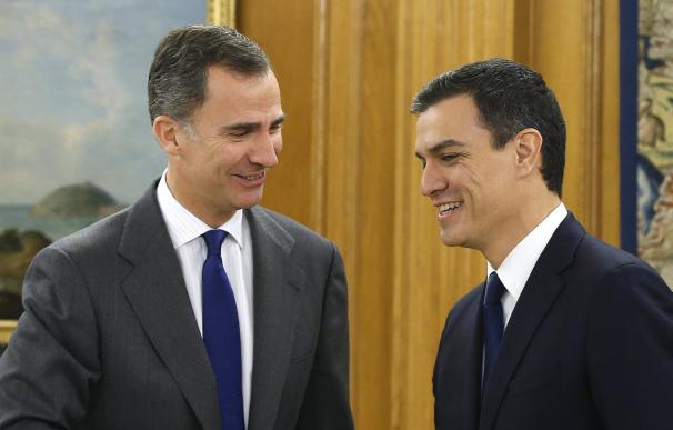Sánchez, con Felipe VI, en su encuentro este viernes en Zarzuela.
