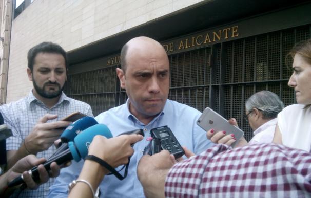 """Echávarri pide la dimisión de Quiñonero y dice que está """"incapacitada"""" para ocupar un cargo público"""