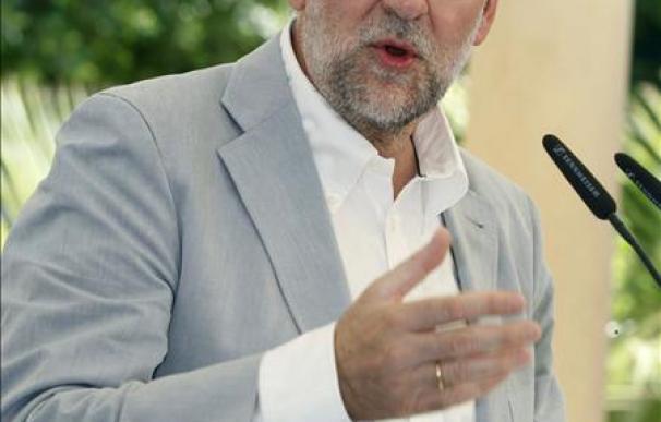 """Rajoy acusa al Gobierno de intentar """"machacar inmisericordemente"""" al PP"""