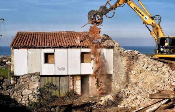 Ayuntamiento ejecuta de forma subsidiaria el derribo de tres inmuebles en Monte