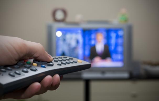Desciende en cinco minutos diarios el consumo de televisión en 2015