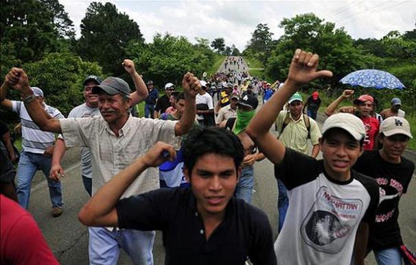 El derrocamiento de Zelaya ha polarizado a la sociedad hondureña. En la imagen, partidarios del antiguo mandatario | EFE
