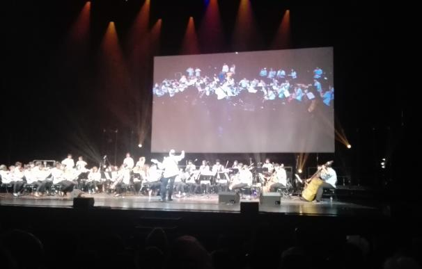 Los acordes de instrumentos nacidos del reciclaje en Cateura (Paraguay) llenan por primera vez el Teatro Real