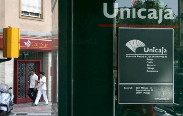Unicaja pide ayudas del Fondo de Garantía de cajas para unirse con Cajasur