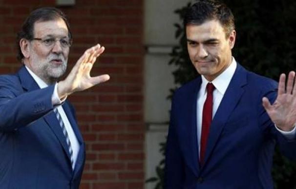 Mariano Rajoy y Pedro Sánchez en La Moncloa /AFP