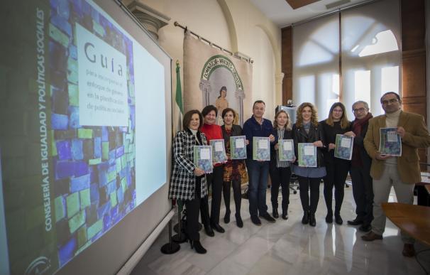 La Junta publica una guía para aplicar la perspectiva de género en la elaboración de planes sociales