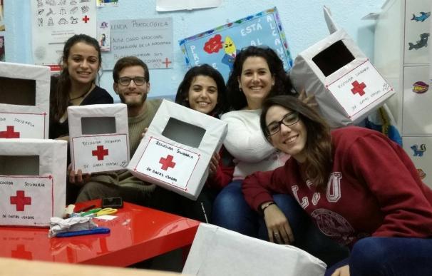 Cruz Roja Juventud realiza una campaña de recogida de gafas usadas en Cieza