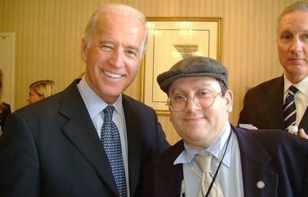 Joe Biden (izquierda) y Jean-Pierre Ady Fenyo.