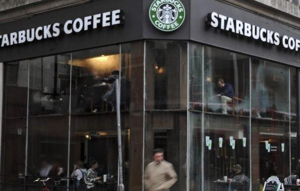 Starbucks planea contratar a 10.000 refugiados en 75 países en cinco años