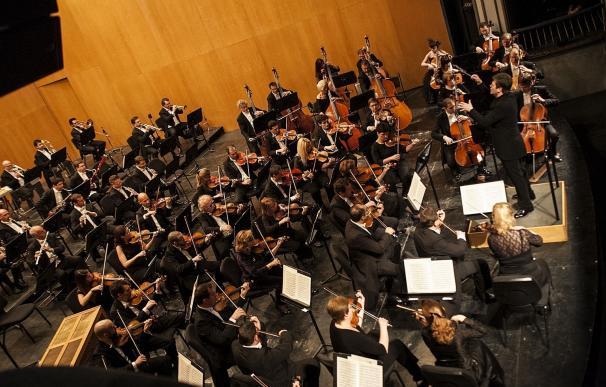 La Diputación reconoce a la Orquesta Filarmónica, Europa Press y el Grupo Peñarroya por el Día de Andalucía