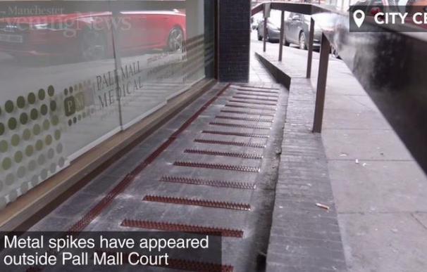Indignación en Manchester por la proliferación de pinchos antimendigos en edificios de la ciudad
