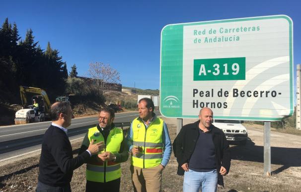 La Junta mejora la seguridad en los accesos al campo de fútbol y al Chare de Cazorla desde la carretera A-319