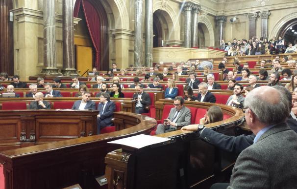 El Parlament crea un registro de 'lobbies' y establece multas de hasta 12.000 euros