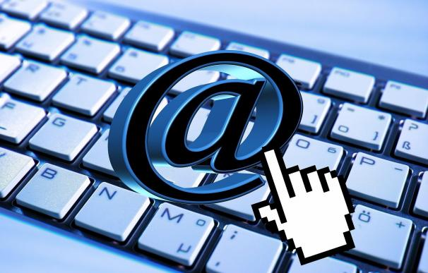 Casi la mitad de los españoles prefieren el correo electrónico frente a Whatsapp para enviar mensajes personales