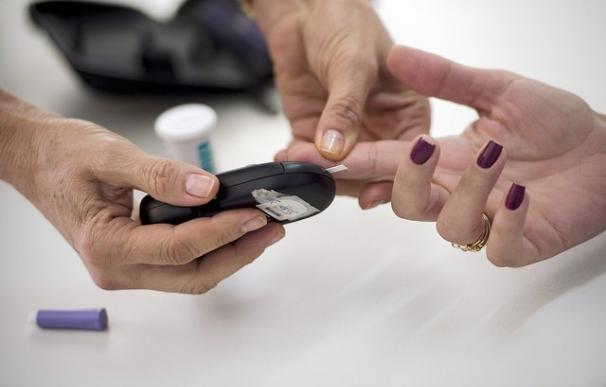 La monitorización continua de la glucosa puede mejorar el control en pacientes con diabetes tipo 1 con insulina