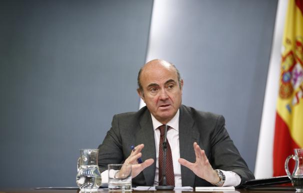Guindos informa mañana en el Congreso de las cláusulas suelo, el caso 'Volkswagen' y el rescate bancario