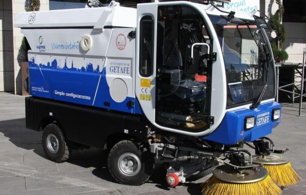 Un niño de 10 años roba una barredora de la empresa municipal de limpiezas de Getafe y conduce varios metros