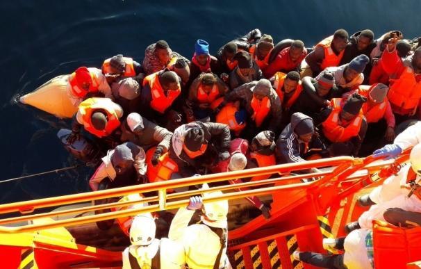 Llegan a puerto las 73 personas rescatadas de dos pateras en el Mar de Alborán