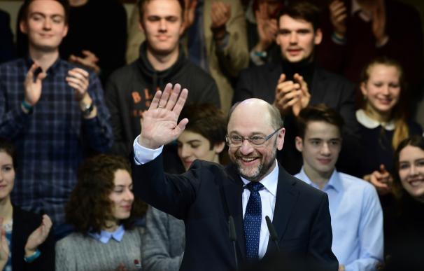 Schulz hace soñar a la socialdemocracia para luchar contra Merkel