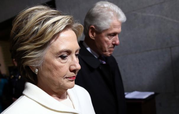 Rostro serio de los Clinton en la toma de posesión de Trump