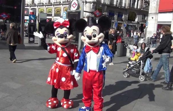 Detenidas dos 'Minnie Mouse' de la Puerta del Sol de Madrid por robar a los turistas
