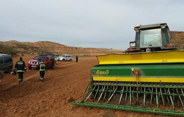 Herido grave un agricultor al atraparle el brazo una máquina sembradora, en Torrehermosa