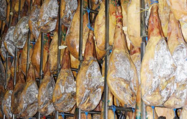 DOP Jabujo prevé la venta de 55.000 piezas ibéricas entre jamones y paletas en Navidad, el 100% de la producción