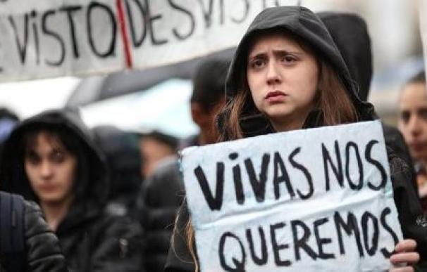 La ola de feminicidios no cesa en Argentina: un policía mata a su exmujer y a su novia