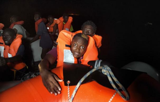 Cinco inmigrantes muertos y 550 rescatados con vida en el Mediterráneo
