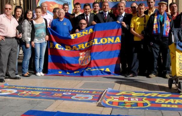 Cientos de aficionados leoneses reciben al FC Barcelona