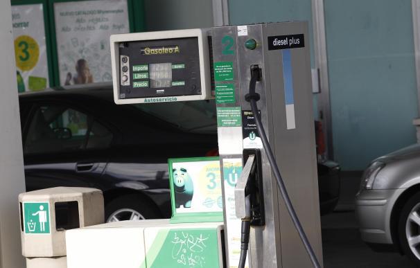 La gasolina y la luz elevan cinco décimas el IPC en octubre, hasta el 0,7%, su tasa más alta en tres años
