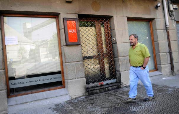 Atacada con un artefacto incendiario la sede del PSE en la localidad vizcaina de Lemoa