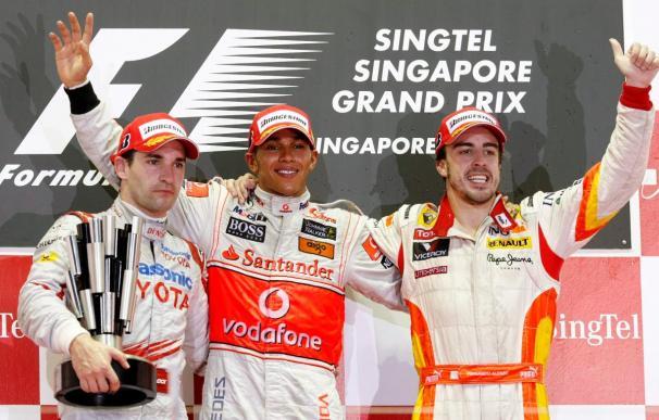 Victoria de Lewis Hamilton por delante de Timo Glock y Fernando Alonso