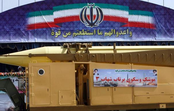 """Irán prueba """"con éxito"""" una nueva lanzadera múltiple de misiles"""