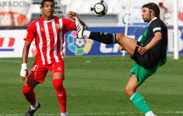 2-2. El Almería rescató un punto en el último suspiro ante el Racing
