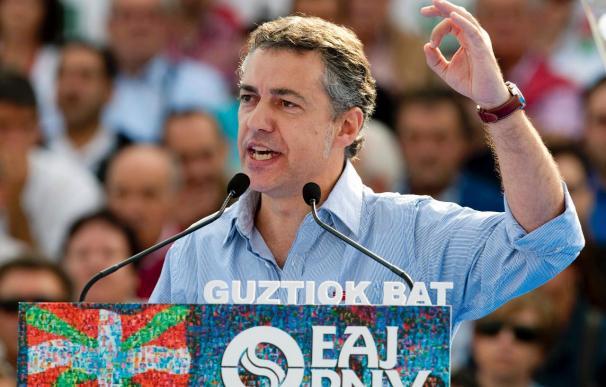 Urkullu dice que el PP y el PSE quieren que Euskadi sea una comunidad más de España