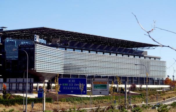La CNE aprueba un informe para abonar a Endesa 1.600 millones pendientes de cobro