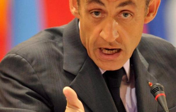 Sarkozy pide sanciones más fuertes contra Irán si no clarifica su programa
