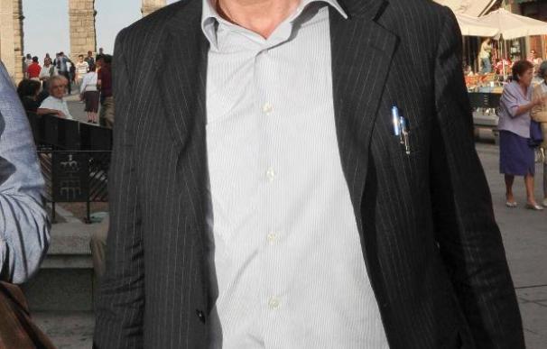 El ensayista Claudio Magris cree que en Italia hay peligro de que Berlusconi controle la prensa