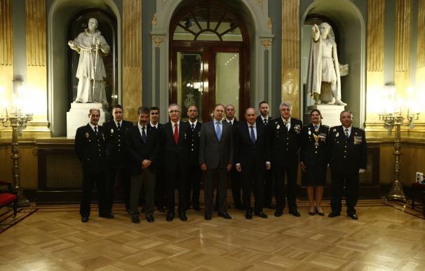 El Congreso pide a Interior derogar la ley franquista que regula las condecoraciones policiales