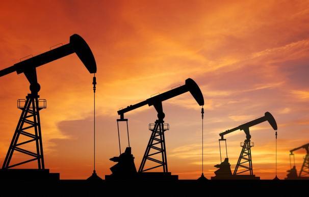 La OPEP acuerda recortar la producción de petróleo y elevar los precios