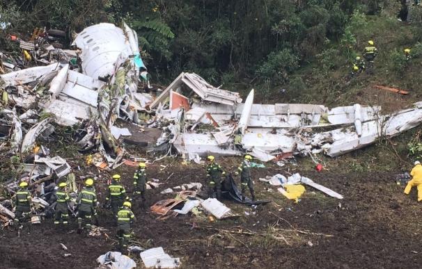 """La azafata del vuelo del Chapecoense asegura que el avión """"se apagó por completo"""" y """"tuvo un fuerte descenso"""""""