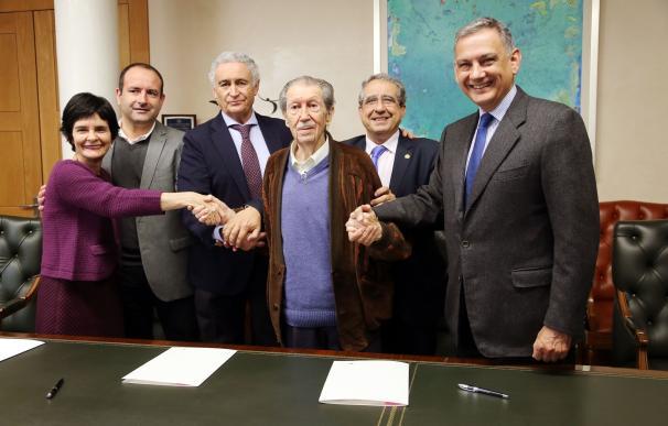 Firman el convenio para la convocatoria del Premio Internacional de Periodismo Manuel Alcántara