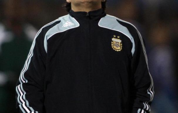 El fisco italiano estudia vender pendientes confiscados a Maradona por internet