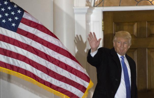 Trump sugiere cárcel o quitar la nacionalidad a quien queme la bandera de EEUU