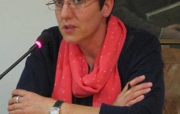La Leonesa Amparo Paniagua une emoción y lirismo en 'Donde reside la herida', su nuevo libro de poemas